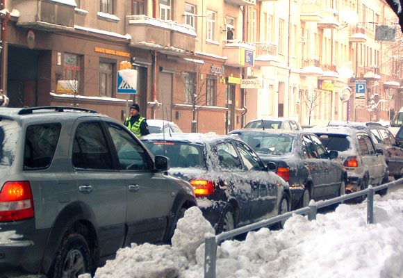Sprendimą apmokestinti automobilius žmonės pasitiko protestais.