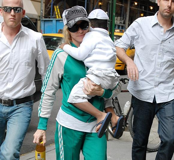 Sunerimusi dėl savo ir savo vaikų gyvybės Madonna nusisamdė dar du asmens sargybinius.