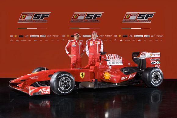 """Naujasis """"Ferrari"""" su pilotais Felipe Massa ir Kimi Raikkonenu"""