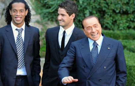 Silvio Berlusconi futbolininkų kompanija – įprasta