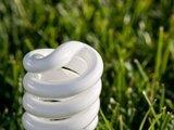 Photos.com/Teigiama, kad šios lemputės ne tik ekonomiškesnės, bet ir ekologiškesnės.