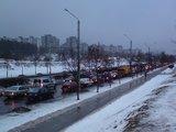 Arūno Ivaškevičiaus/15min.lt nuotr./Dėl nutrūkusių laidų daugybė Justiniškėse gyvenančių vilniečių šiandien vėlavo į darbą.