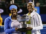 """""""Reuters""""/""""Scanpix"""" nuotr./Tai jau aštuntasis JAV tenisininkių iškovotas dvejetų titulas"""