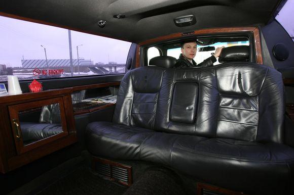 Taksi paslaugas teikiantį limuziną turinčios bendrovės atstovai sako, jog toks jis – vienintelis Lietuvoje