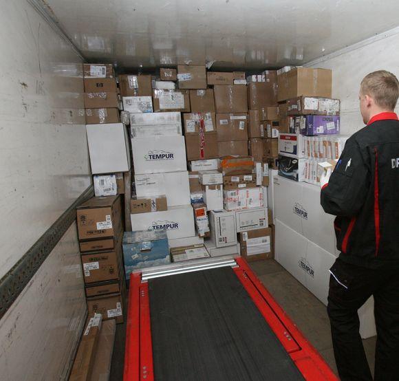 Anot pašto darbuotojų, pirkimas internetu tik įsibėgėja. Gruodį iš trečiųjų šalių į Lietuvą atkeliavo per 33 tūkst. siuntų, iš ES – 23 tūkst.