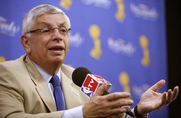 D.Sternas –  ilgiausiai JAV sporto lygai vadovaujantis asmuo.