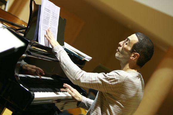 A.Palei – temperamentingas ir ekspresyvus pianistas, šįkart gros drauge su Kamerinio orkestro muzikantais.