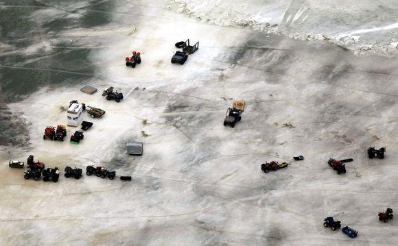 Išgelbėtų žvejų turtas liko ant atskilusios ledo plokštės.