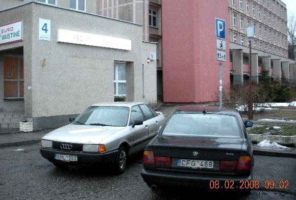Fotopolicija: automobiliai neįgaliųjų zonoje