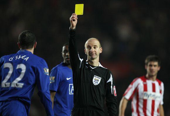 Geltonoji kortelė futbolininkams padeda gauti papildomo laiko sau ir šeimai