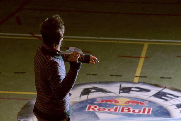 Varžybose studentai laidys savo pačių iš popieriaus išlankstytus lėktuvėlius. Trys finalininkai keliaus į pasaulines varžybas Austrijoje.