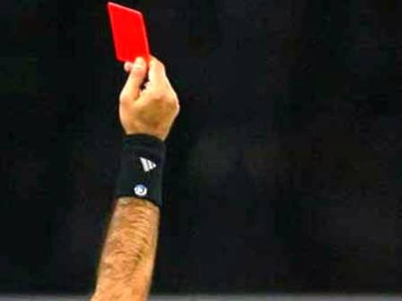 Raudona kortelė sukelia visokių aistrų