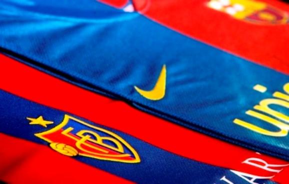 Populiariausia pasaulio futbolo spalva yra mėlynai-raudona