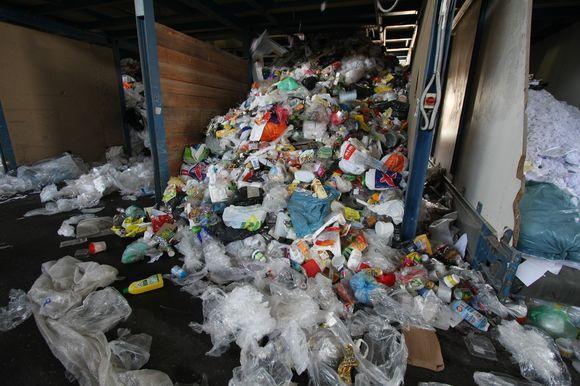 """Lazdyniečiai nepripažįsta atliekų deginimo gamyklos """"nekenksmingumo"""" ir ketina tęsti kovą prieš atliekų deginimą. Miesto valdžia prabyla apie alternatyvius problemos sprendimo būdus."""