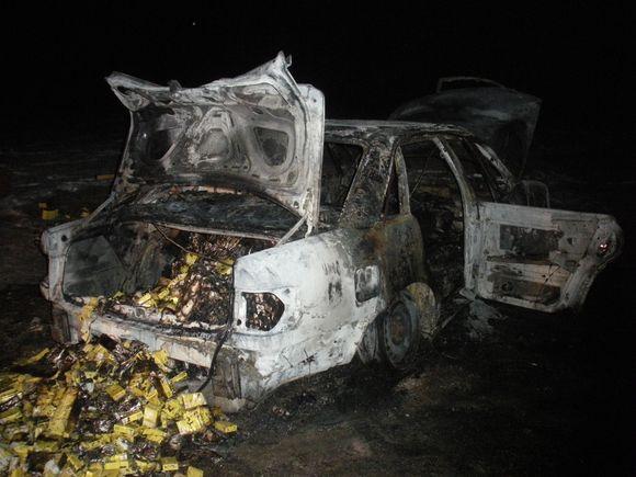 Neatmetama galimybė, kad sprukdamas ir norėdamas sunaikinti įkalčius kontrabandininkas mašiną padegė.