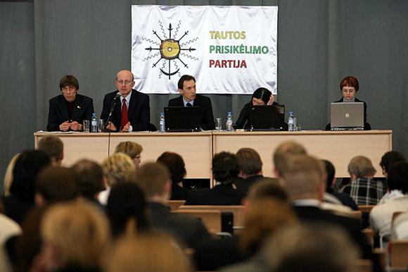 Tautos prisikėlimo partijos vadovybės rinkimai atidėti trims savaitėms