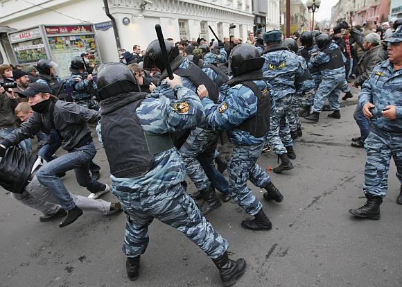 Rusijos milicijai atrištos rankos naudoti visas priemones prieš mitinguotojus.