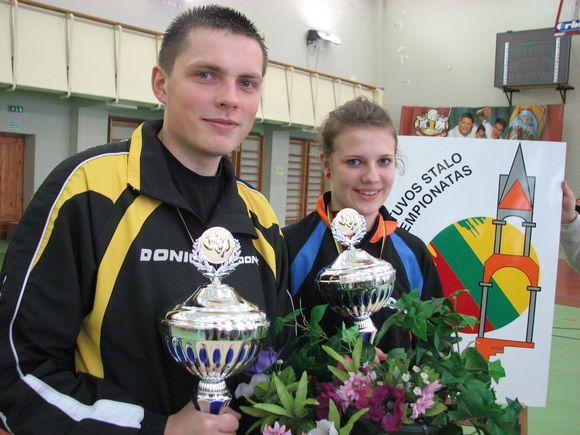 Vienetų varžybų Lietuvos čempionai Valdas Martinkus ir Ieva Venclavičiūtė.