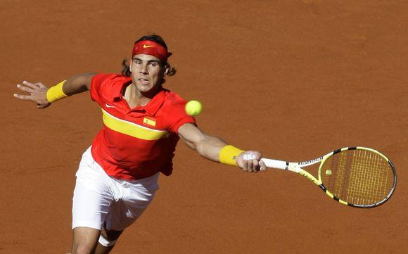 Ispanų lyderis Rafaelis Nadalis sekmadienį  6:4, 6:4, 6:1 įveikė serbų žvaigždę Novaką Djokovičių.