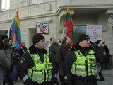Andriaus Vaitkevičiaus/15min.lt nuotr./Policija saugo eisenos priešininkus