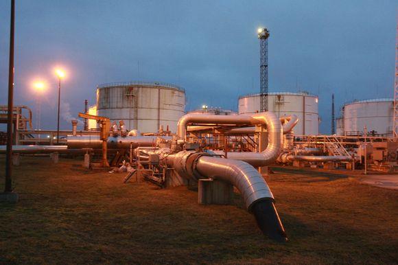 """""""Mažeikių naftos"""" degalų suvartojimas Lietuvoje krito dėl lėtėjančios ekonomikos bei pigesnio dyzelino Lenkijoje."""