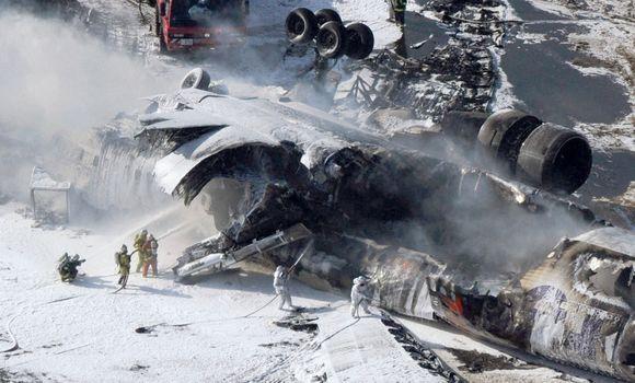 Ankstų pirmadienio rytą Tokijuje sudužo lėktuvas.