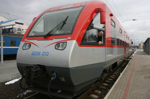 """Taupydami lėšas, nuo šios savaitės """"Lietuvos geležinkeliai"""" sumažino kai kurių reisų skaičių."""