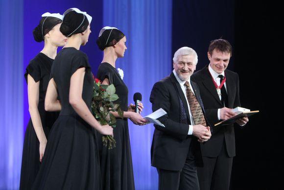 Jonas Vaitkus apdovanojo Gintarą Varną