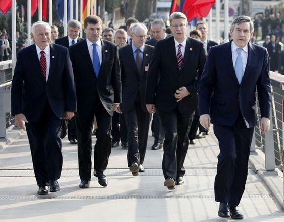 """""""Reuters""""/""""Scanpix"""" nuotr./V.Adamkus NATO viršūnių susitikime"""