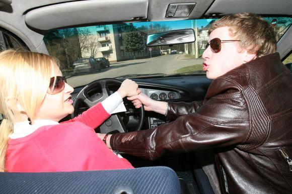 Vienareikšmiškai atsakyti į klausimą, kurios lyties atstovai yra geresni vairuotojai, neįmanoma. Ir vyrai, ir moterys turi savo trūkumų bei stipriųjų pusių, padedančių sėkmingai vairuoti automobilius.