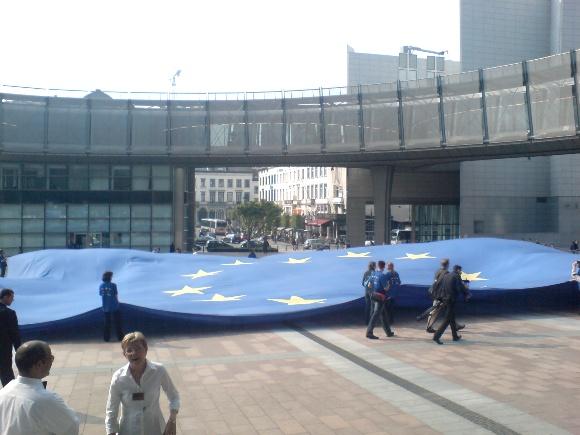 Didžiausia ES vėliava