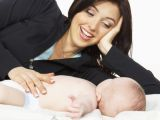 Photos.com/Motinos glostymu ramina kūdikius.