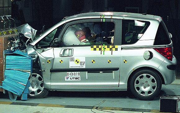 Kuo automobilis mažesnis, tuo didesnė tikimybė, kad jo keleiviai patirs sunkių sužalojimų.