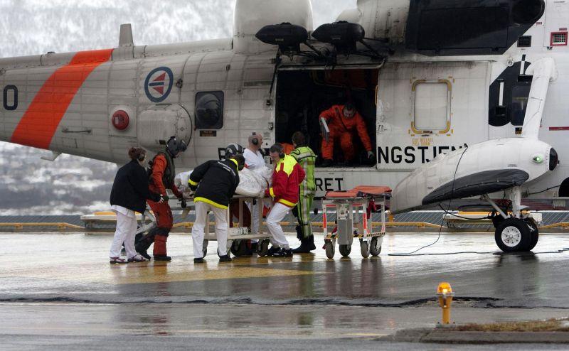 Jūreiviai sraigtasparniu buvo gabenami į ligoninę Norvegijos mieste Tromsėje.