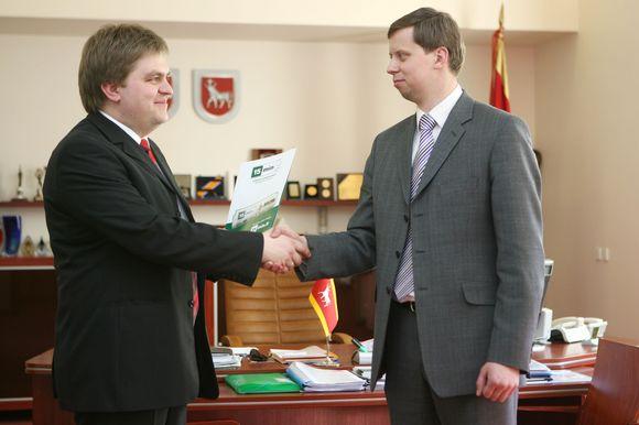 """Anot dienraščio Kauno padalinio vadovo D.Večerskio (kairėje), nuo šiol """"15min"""" dar stipriau įsilies į laikinosios sostinės gyvenimą."""