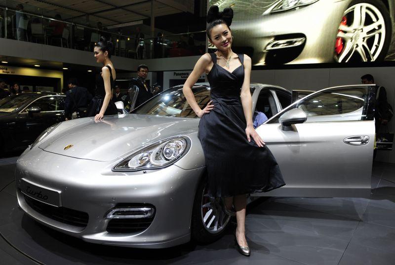 """Svarbiam debiutui """"Porsche"""" pasirinko ne krizės krečiamą Vokietiją, o Kiniją."""