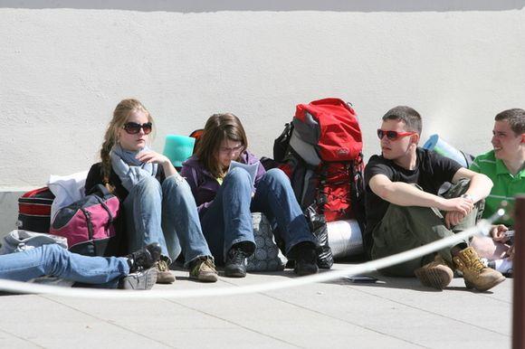 Jaunuoliai dalyvauja bendrose pamaldose, teminiuose užsiėmimuose, rengiamos ekskursijos po miestą.