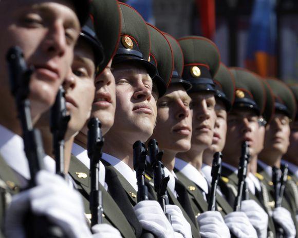 Rusijos kariai parado metu