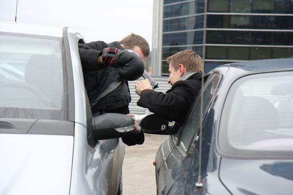 Žaliakalnio policijos komisariato pareigūnams teko nelengva užduotis – išnarplioti skirtingas versijas pateikusių vairuotojų konfliktą.