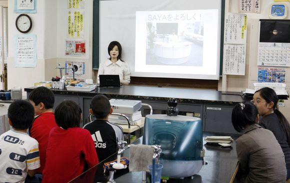 Robotė Saya mokė 10-mečius apie naująsias technologijas.
