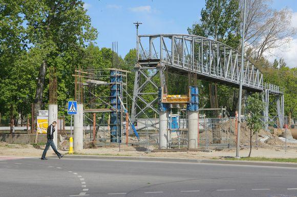 Prie statomo pėsčiųjų tilto norima pastatyti ir transformatorinę.