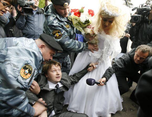 Prieš Eurovizijos finalą Maskvos milicija sulaikė 25 surengtos gėjų protesto akcijos dalyvius.