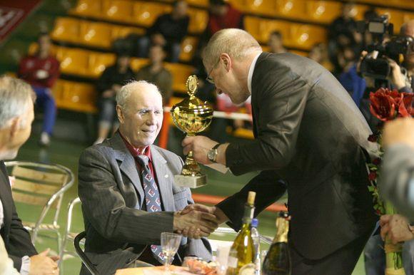 """Turnyro uždaryme dalyvavo ir jo """"kaltininkas"""" – legendinis Lietuvos boksininkas ir treneris A.Šocikas, kuriam gegužės 14-ąją suėjo 81-eri."""