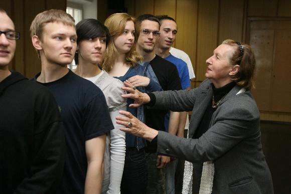 E.Savukynaitė pantomimos paslapčių moko pirmąją studentų laidą Lietuvos muzikos ir teatro akademijoje, turinčią pantomimos specializaciją.