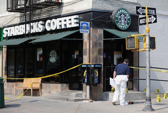 """Sprogimas įvyko prie """"Starbucks"""" pačiame Niujorko centre"""