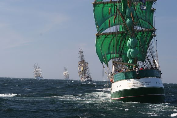 Viena iš šventės puošmenų taps plevėsuojančios laivų burės.