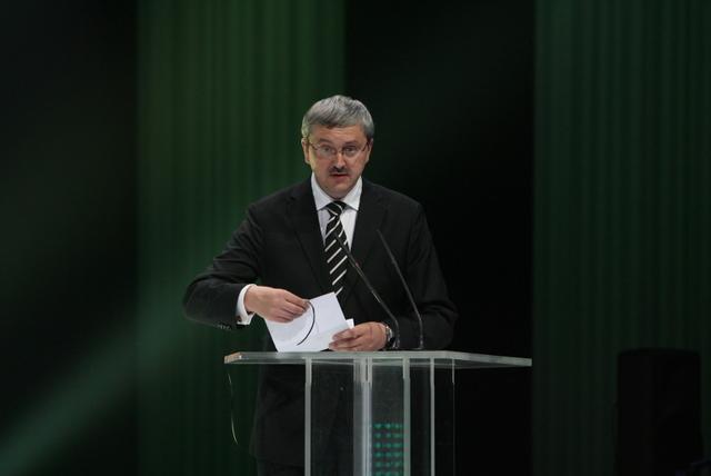 Audrius Siaurusevičius skelbia apdovanojimo laimėtoją