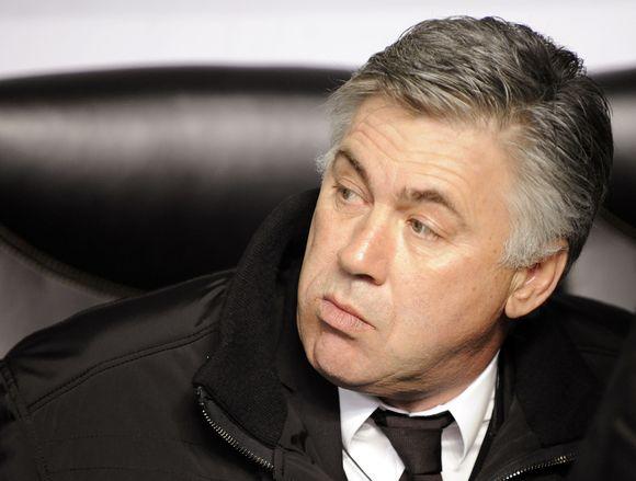 """Su Londono """"Chelsea"""" klubu C.Ancelotti sudarė trijų metų sutartį."""