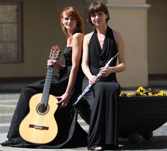 Gitaristė Ieva Baltmiškytė ir obojininkė Justė Gelgotaitė