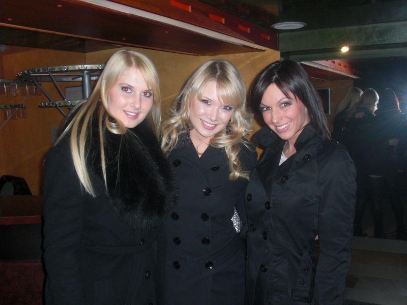 """O.Zlatkovaitė (dešinėje) tikina laisvalaikiu mieliau bendraujanti su grupės """"Yva"""" merginomis."""